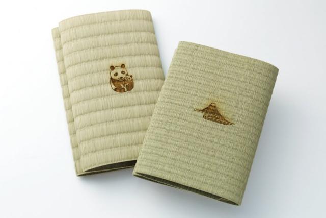 1位 「い草のブックカバー」(文庫サイズが1296円、新書サイズが1620円。税込み、以下同)は群馬県の老舗畳店の畳を使用したオリジナルのブックカバー