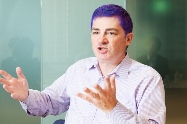 ジェフ・バー氏 アマゾン ウェブ サービス バイスプレジデント&チーフエバンジェリスト。イベント、ブログ、ビデオ、ソーシャルメディアを通じて、AWSのストーリーを届ける。2004年11月に開始したブログで3000本以上の記事を執筆