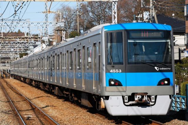 小田急電鉄は懸案だった混雑緩和のため複々線化を達成し、次の成長ステージの目玉の一つとしてMaaSを打ち出す