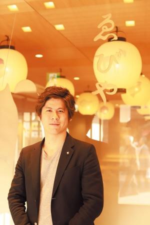 ゑびやの小田島春樹・社長。既存の飲食・物販に加えてネット通販事業と、来客数予測サービス事業も立ち上げる予定(写真提供:ゑびや)