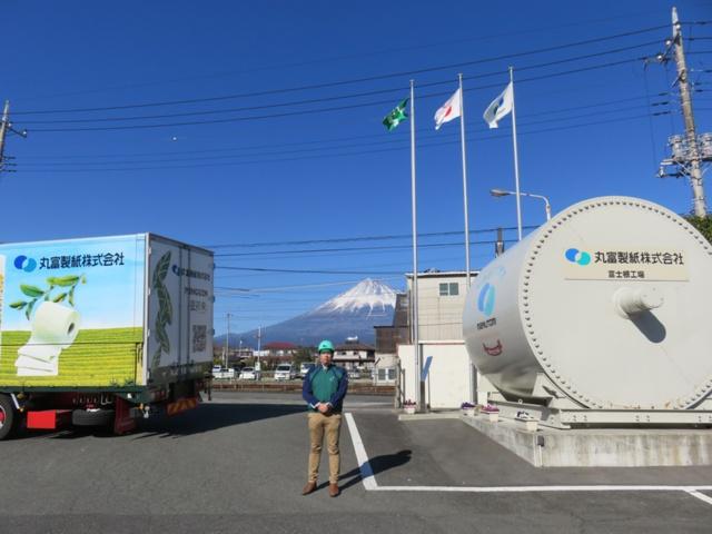 富士山を望む丸富製紙の富士根工場