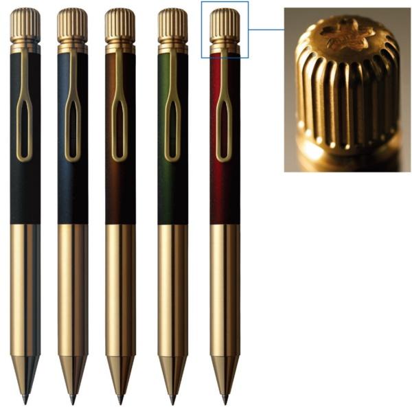 001の上部は、アンティークカメラのダイヤルがモチーフ。回すとペン先が出てくる。回転の重みや感触など何度も検証した。001のボディは5色展開。ペン先は真ちゅう、色のついた部分は奥行きのある色を表現するために、アクリルと真ちゅうの2重構造となっている。ペンのシルエットはクーピーペンシルをモチーフにした。価格は1本5000円(税別、以下同)