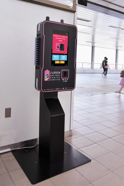 貸し出しと返却用のスタンドは、ゆりかもめの駅改札内や、お台場を中心とした施設内に設置される