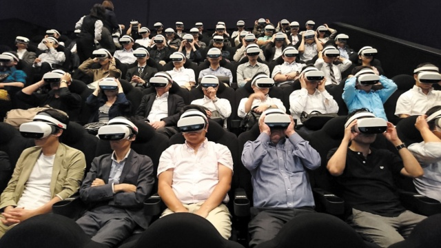 映画館で高品質なVRを楽しむ 既存の劇場にも低コストで導入(画像)