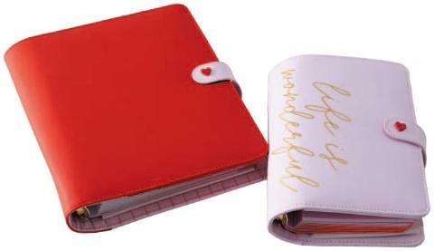 「LIFE IS WONDERFUL」ラインのシステム手帳(左は税別9400円、右は税別8200円)は世界的に人気