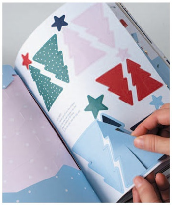 ペーパークラフトが本になった「ペーパーラバーズブック クリスマス」(税別2900円)。1冊にカードやリース、ツリーの飾りなどの材料が入っている