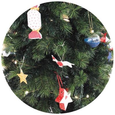クリスマスツリーの立体的なオーナメントが作れる。手作りしたい子供にも向く