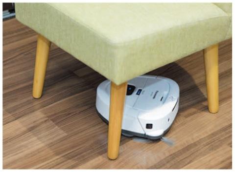 従来のRULOが入り込めない椅子の下も掃除できる