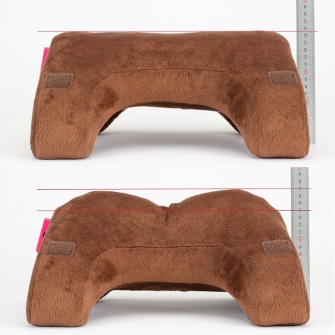 枕の左右にエアバッグが内蔵されており、左右のエアバッグに空気が入ると中央部分が少し沈み込む
