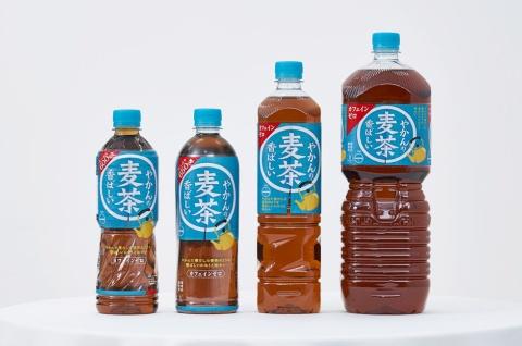 やかんの麦茶は4サイズ展開。左から600、650、950ミリリットル、2リットル(提供/日本コカ・コーラ)