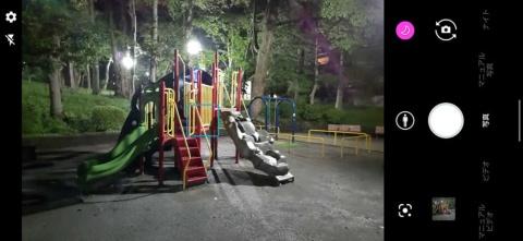 シーンの自動認識機能により夜景モードになれば、ISO感度が1000以上になり、夜でも自然な明るさで撮影できた