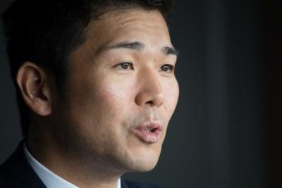 """RIZAPグループの瀬戸 健(せと たけし)社長は1978年、福岡県北九州市生まれ。2003年4月に健康食品の通信販売を目的として、健康コーポレーション(現RIZAPグループ)を設立。「豆乳クッキーダイエット」「どろあわわ」などをヒットさせ、2012年にはパーソナルトレーニングジム「RIZAP(ライザップ)」を開業。""""自己投資産業グローバルNo.1""""を目指すために積極的なM&Aも行い、2017年3月期のグループ連結売上高は952億円を達成"""