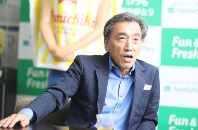 ファミリーマートの澤田貴司社長は1957年生まれ。81年に上智大学理工学部卒業後、伊藤忠商事に入社。97年にファーストリテイリング入社、98年に副社長。2003年に投資会社のキアコン、05年に企業支援会社のリヴァンプを設立。16年にファミリーマート社長就任