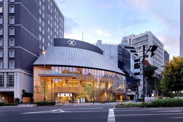 2018年10月1日にリニューアルオープンした「とらや赤坂店」は木をふんだんに使った低層の建物