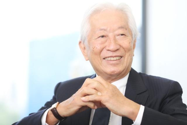 黒川光博社長は虎屋の17代目。「大切なのは、過去でも未来でもなく、今、この時」を持論とする経営者。学習院大学を卒業して虎屋に入社、1991年に父親から会社を引き継ぐ。全国和菓子協会名誉会長、一般社団法人日本専門店協会顧問
