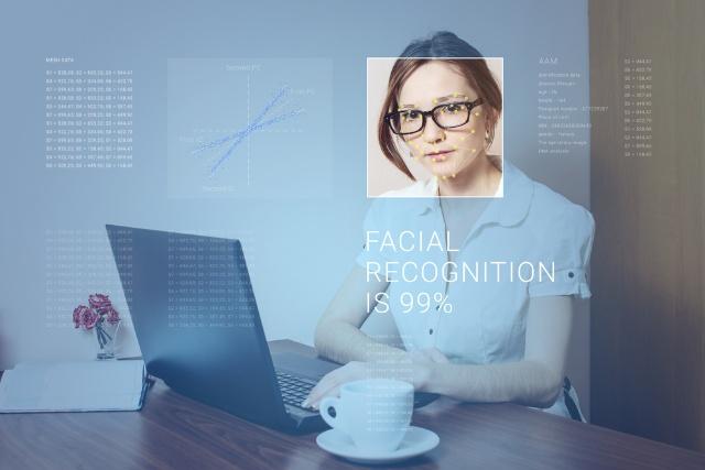 """顔認証は新たな""""指紋"""" 取り換えできない顔を使う好機とリスク(画像)"""