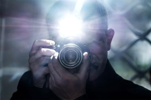 街行く人をいきなり至近距離から撮影したら、何が問題になるか?(写真/Shutterstock)