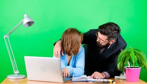 テレワークで身体的接触がなくてもセクハラは起こり得る……(写真/Shutterstock)