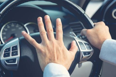 """あおり運転による""""被害""""は世間の注目を浴びており、それに関連するデマ投稿も、同様に関心を集めている(写真/Shutterstock)"""