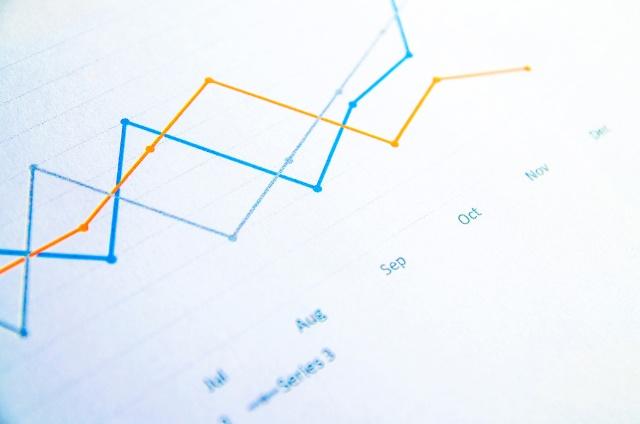 連続的な変化を知るには折れ線グラフが適している (C)Shutterstock
