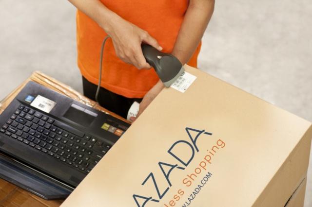 アリババが投資したラザダのフルフィルメントセンターでの作業(写真提供:ラザダ)