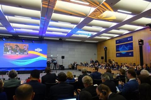 世界でAIと倫理に関する議論が広がっている。経済協力開発機構(OECD)は世界42カ国の代表者が集まる会議で、「人工知能に関するOECD原則」を採択した(写真提供/OECD日本政府代表部)
