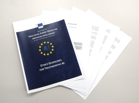 欧州委員会もAIに関する倫理指針を定めている。信頼できるAIを実現するためのチェックリストを示している