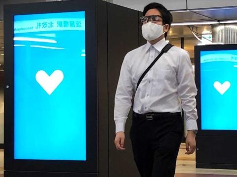 テスト時のサイネージには普段通りに一般広告や大阪メトロの社告、医療従事者への感謝のメッセージを伝えるお知らせなどを流したという