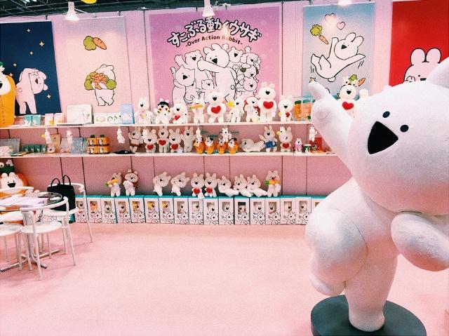 熊本発の新キャラ「すこぶる動くウサギ」。今年2月に東京で開催されたギフトショーにブースを出展して話題に(写真提供:DK)
