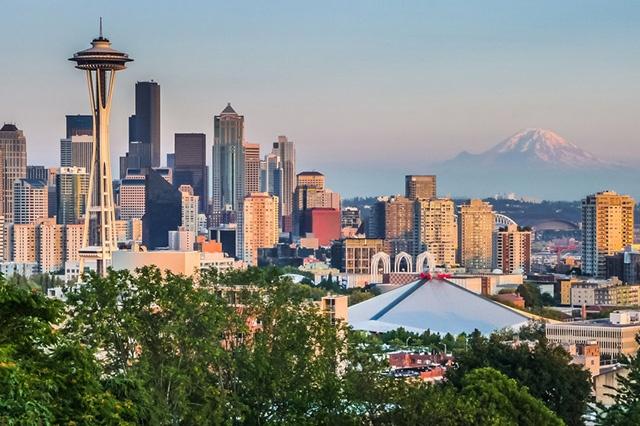 米シアトルのビル群。同地のモビリティ革命は、すでに夜が明けていた