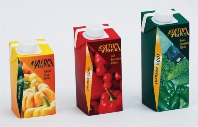 「NSATOM」を使用した飲料の例。左から200ml、250ml、300ml
