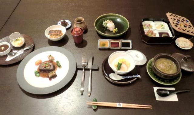 和食をベースに、フレンチ、イタリアン、中華などを組み合わせたコース料理を約1カ月ごとに変更しながら提供する。価格は税込み1万〜1万5000円(ドリンク代は除く。別途サービス料10%がかかる)。11月1日から12月7日までは京都の老舗料亭「菊乃井」の村田吉弘氏、東京・四ツ谷のフランス料理店「オテル・ドゥ・ミクニ」の三國清三氏、中国料理店「Wakiya 一笑美茶樓・Turandot」の脇屋友詞氏が開発したコース料理を税込み1万2000円で提供