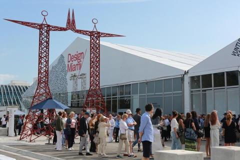同時期に開催される世界最大級のアートフェア「アートバーゼル・マイアミビーチ」と隣接するテントが「デザインマイアミ」の会場(写真/James Harris)