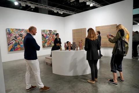 隣接する「アートバーゼル・マイアミビーチ」には日本から4軒のギャラリーが参加。ナンヅカが扱うアーティストHaroshiの作品には購入待ちの顧客がいるという