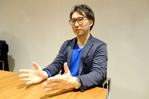 MaaS Tech Japan代表取締役社長の日高洋祐氏。東日本旅客鉄道でモビリティ戦略策定などの業務に従事した後、18年11月に独立。現在は、MaaSプラットフォーム事業などを行う