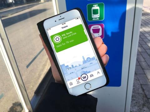 フィンランドのMaaSグローバルが展開するアプリ「Whim(ウィム)」の最上位プランでは、月額499ユーロ(約6万4000円、1ユーロ=128円換算)で1回5キロメートル以内までのタクシーも含めて、市内の公共交通が乗り放題に