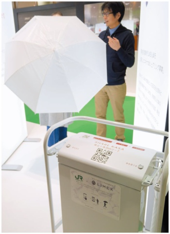 TBMは再生可能素材「LIMEX」の傘やシェアリング用の機器を展示