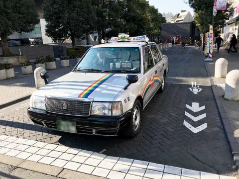 コンドルタクシーの車両が到着した
