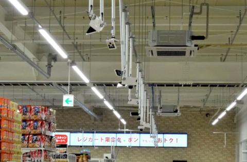 トライアルは福岡市の新店舗に700台のAIカメラを導入した