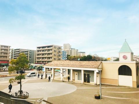 北山田駅(横浜市営地下鉄グリーンライン)はセンター北駅の隣駅。「整備され、成功した郊外住宅地の代表格といえる」(大東建託)