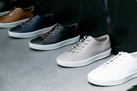 QUANT-Uの専用靴。13種類の中から好みの靴を選べる。靴本体の価格は2万6000円。他にミッドソールに2万5000円、計測費用に2万5000円(いずれも税別)が必要