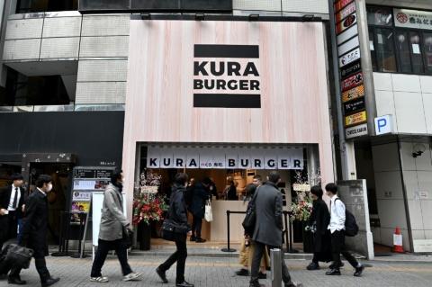 渋谷の繁華街に突如姿を現した期間限定のハンバーガー専門店、渋谷「KURA BURGER」