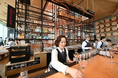 3階の「アリビアーモ バー」ではお酒も提供される