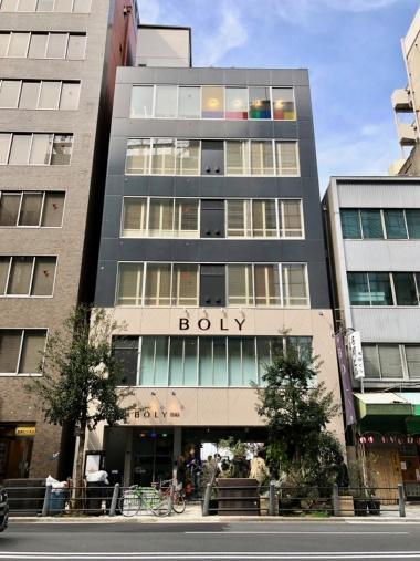 中之島の南側を流れる土佐堀川沿いにオープンするブティックホテル「ザ・ボリー・オオサカ」(住所:大阪市中央区北浜2-1-16)。空間デザイン事務所「インフィクス」が企画開発からデザイン、運営まで手掛ける