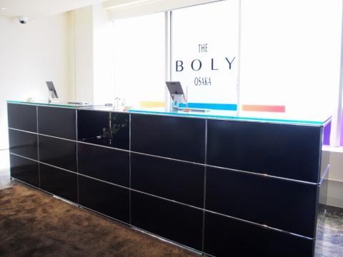 フロントのカウンターは30年近く自社オフィスで使用していた、システム家具ブランド「USMハラー」のもの
