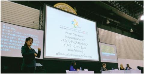 会場では日本語や英語、タイ語でそれぞれ同時翻訳や字幕があった。日本語の手話も行われた
