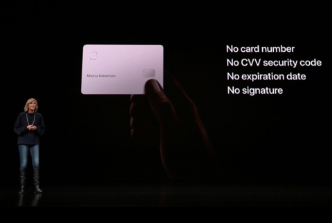 チタニウム製のカードも発行する