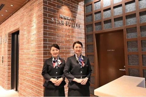 日産スタースイート1階の専用エントランスでは、横浜ベイシェラトンホテル&タワーズのスタッフが受け付け