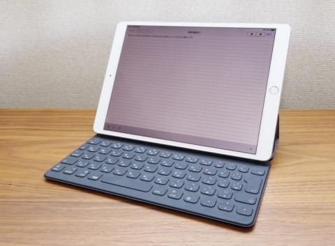 iPad AirにSmart Keyboardを装着。モバイルノートパソコンの代わりにiPad Airを選ぶケースが増えるだろう