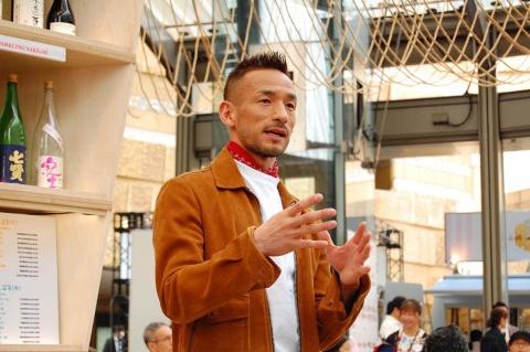会場に姿を現した元サッカー日本代表の中田英寿